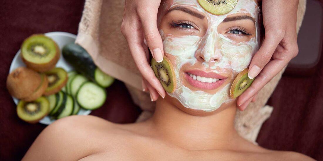 Pulizia viso con prodotti alla frutta